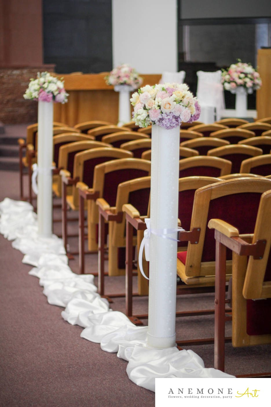 Poza, foto cu Flori de nunta alb, dalia, decor biserica, hortensia, lisianthus, roz in Arad, Timisoara, Oradea (wedding flowers, bouquets) nunta Arad, Timisoara, Oradea