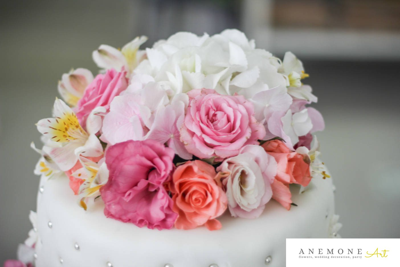 Poza, foto cu Flori de nunta alb, alstroemeria, decor tort, hortensia, lisianthus, roz, trandafiri in Arad, Timisoara, Oradea (wedding flowers, bouquets) nunta Arad, Timisoara, Oradea