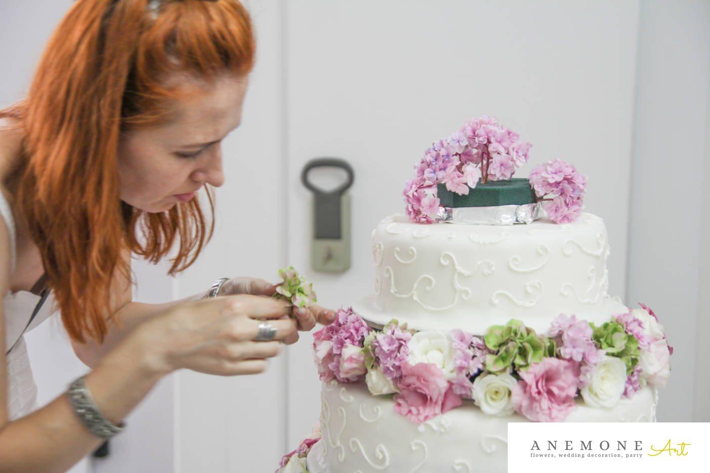 Poza, foto cu Flori de nunta decor tort, hortensia, lisianthus in Arad, Timisoara, Oradea (wedding flowers, bouquets) nunta Arad, Timisoara, Oradea