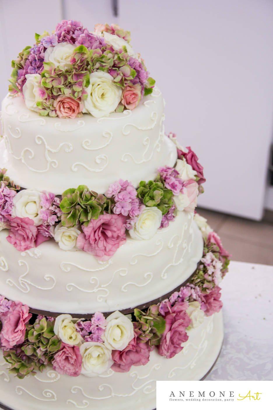 Poza, foto cu Flori de nunta alb, decor tort, hortensia, lisianthus, roz, trandafiri in Arad, Timisoara, Oradea (wedding flowers, bouquets) nunta Arad, Timisoara, Oradea