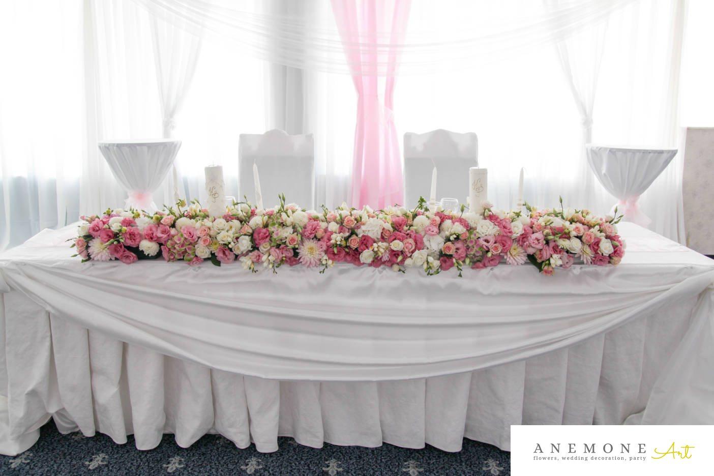 Poza, foto cu Flori de nunta alb, dalia, decor masa, frezii, ghirlanda flori, lisianthus, lumanare, roz, trandafiri in Arad, Timisoara, Oradea (wedding flowers, bouquets) nunta Arad, Timisoara, Oradea