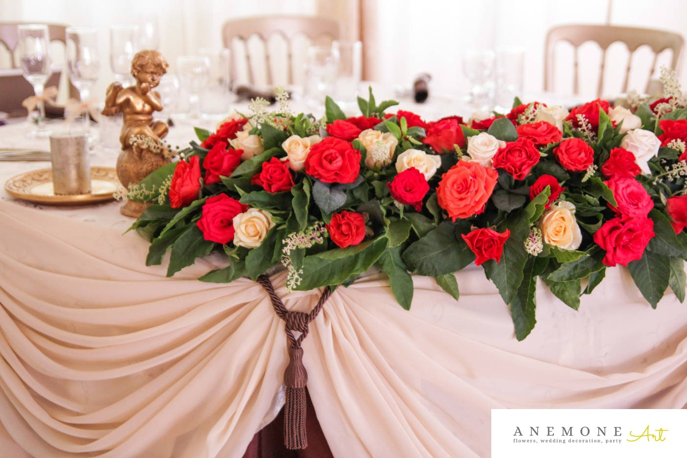 Poza, foto cu Flori de nunta alb, ghirlanda flori, lumanare, prezidiu, rosu, trandafiri in Arad, Timisoara, Oradea (wedding flowers, bouquets) nunta Arad, Timisoara, Oradea