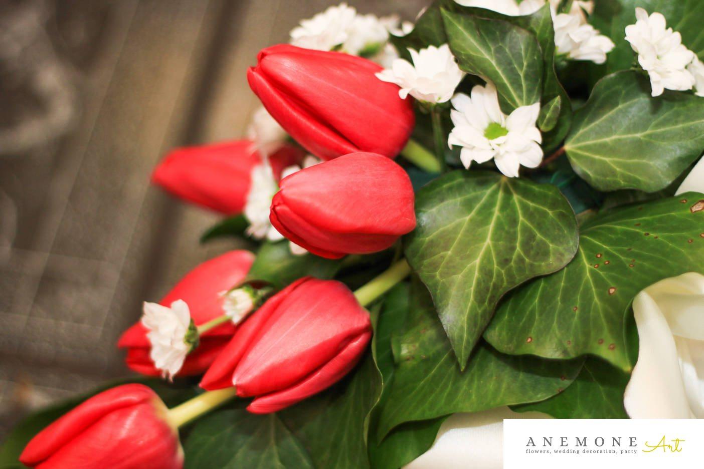 Poza, foto cu Flori de nunta alb, crizanteme, decor masa, lalele, rosu, verde in Arad, Timisoara, Oradea (wedding flowers, bouquets) nunta Arad, Timisoara, Oradea