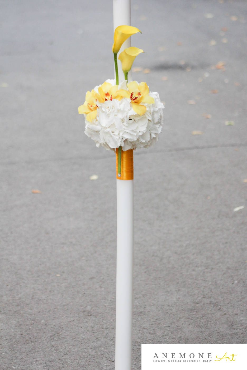 Poza, foto cu Flori de nunta alb, calla, galben, glob, hortensia, lumanare cununie, orhidee, perle in Arad, Timisoara, Oradea (wedding flowers, bouquets) nunta Arad, Timisoara, Oradea