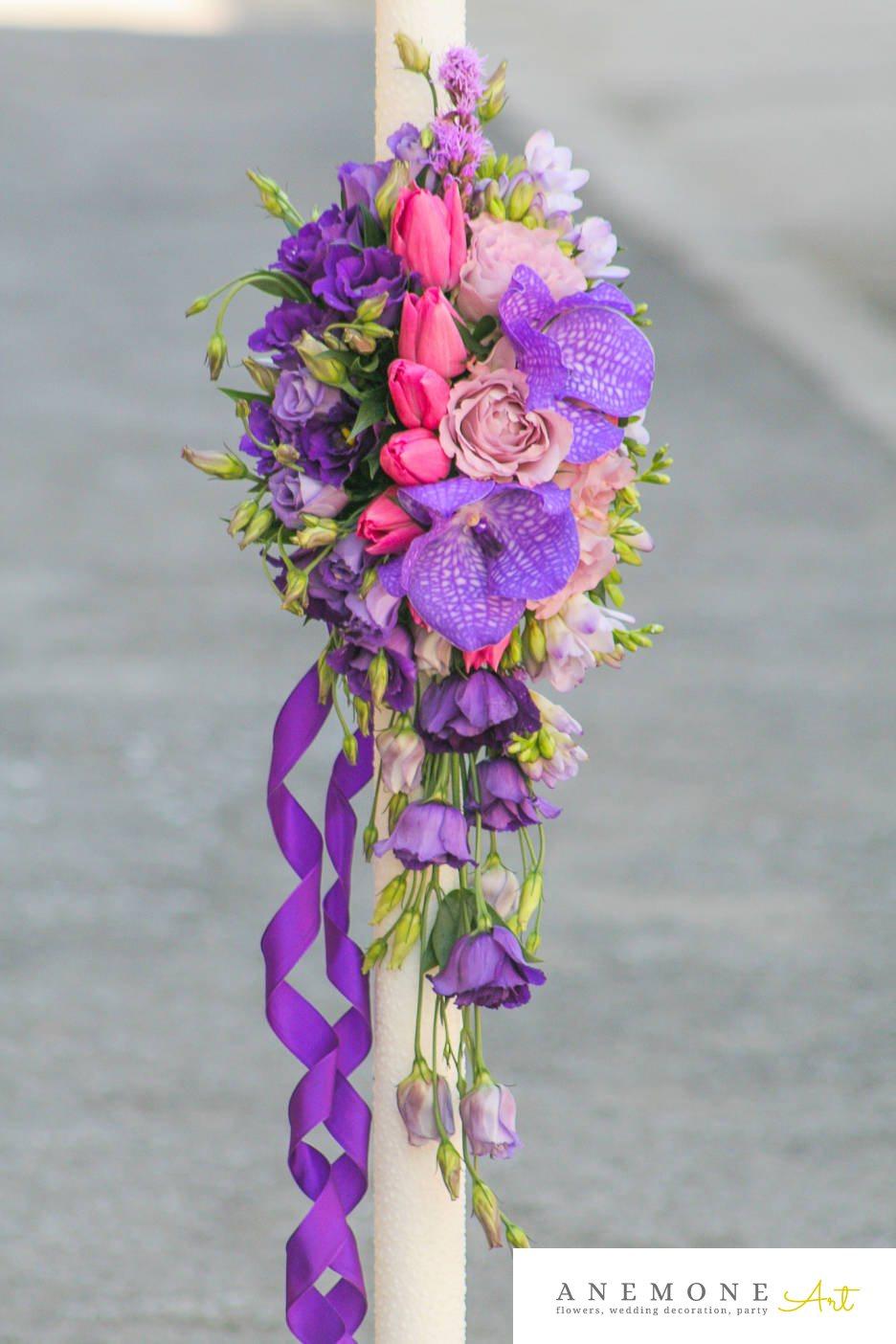 Poza, foto cu Flori de nunta frezii, lalele, lisianthus, lumanare cununie, orhidee in Arad, Timisoara, Oradea (wedding flowers, bouquets) nunta Arad, Timisoara, Oradea