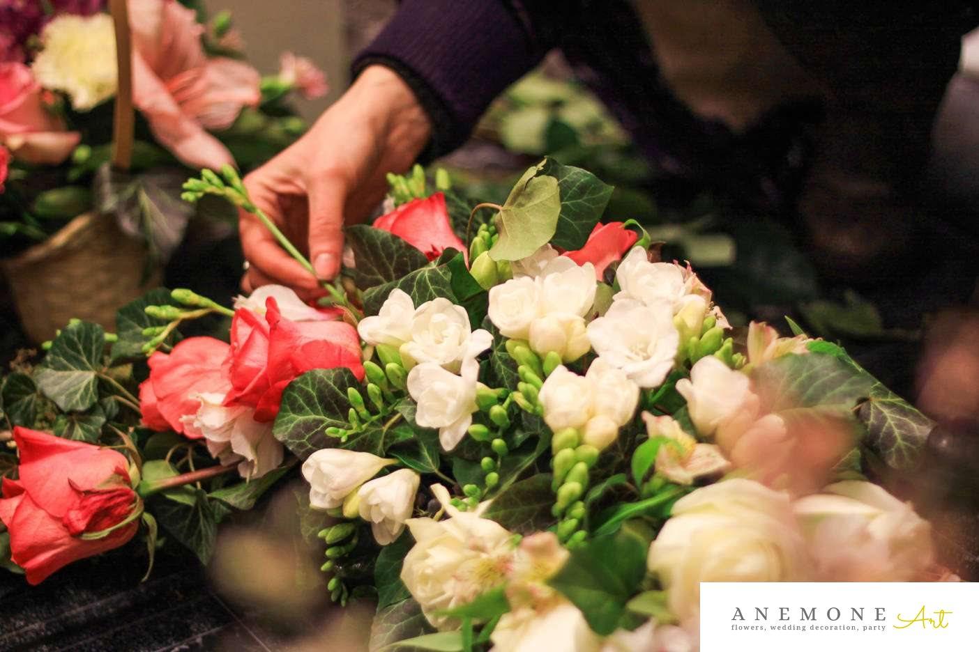 Poza, foto cu Flori de nunta alb, coroana funerara, frezii, lisianthus, rosu, trandafiri in Arad, Timisoara, Oradea (wedding flowers, bouquets) nunta Arad, Timisoara, Oradea