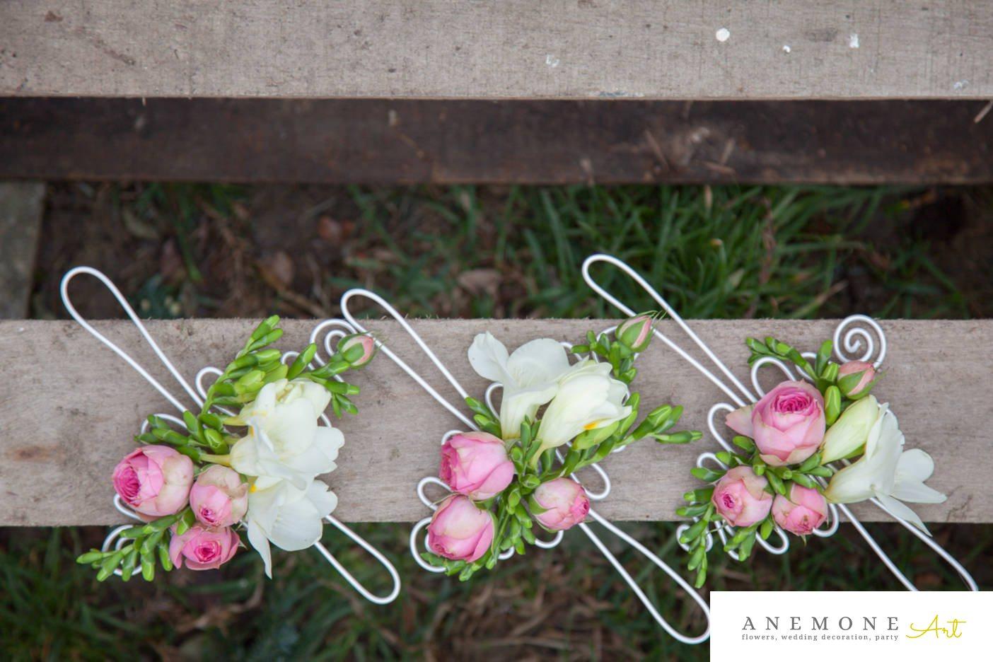Poza, foto cu Flori de nunta alb, bratara, frezii, roz, trandafiri englezesti in Arad, Timisoara, Oradea (wedding flowers, bouquets) nunta Arad, Timisoara, Oradea