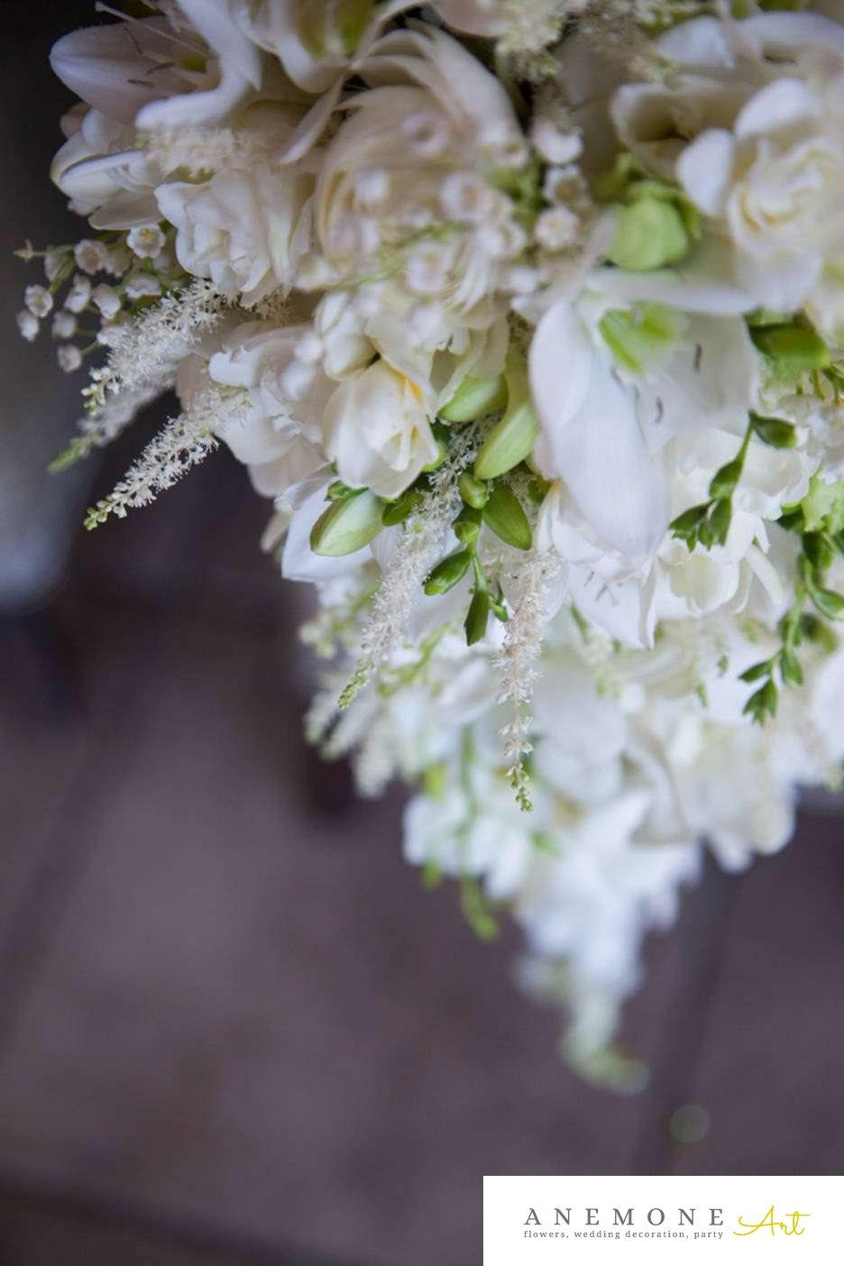 Poza, foto cu Flori de nunta alb, buchet mireasa, curgator, frezii, lacrimioare, orhidee, trandafiri in Arad, Timisoara, Oradea (wedding flowers, bouquets) nunta Arad, Timisoara, Oradea
