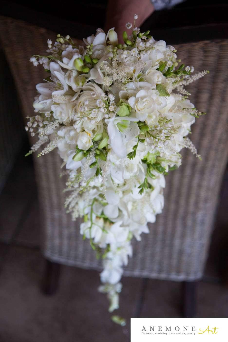 Poza, foto cu Flori de nunta alb, buchet mireasa, curgator, frezii, lacrimioare, lisianthus, orhidee in Arad, Timisoara, Oradea (wedding flowers, bouquets) nunta Arad, Timisoara, Oradea