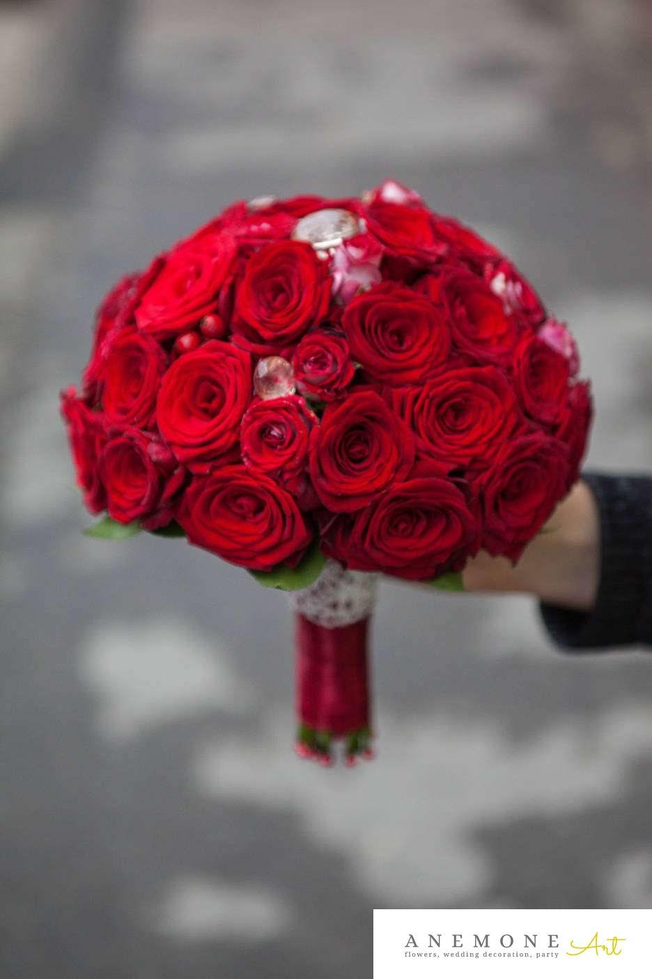 Poza, foto cu Flori de nunta buchet mireasa, cristale, rosu, rotund, trandafiri in Arad, Timisoara, Oradea (wedding flowers, bouquets) nunta Arad, Timisoara, Oradea