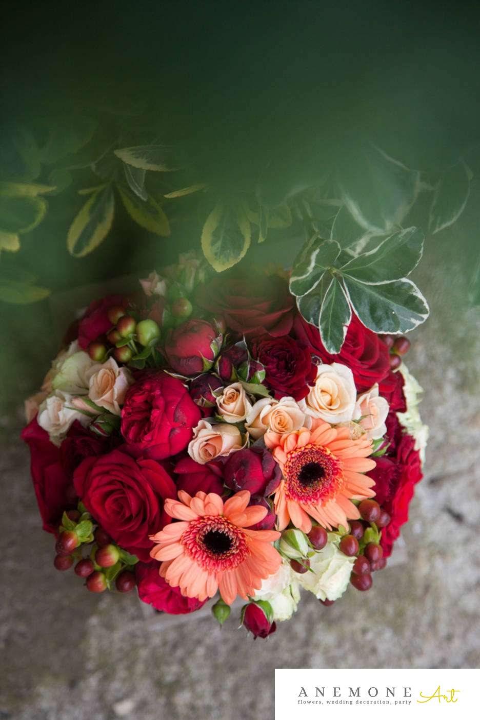 Poza, foto cu Flori de nunta alb, buchet mireasa, gerbera, mini-rosa, piersica, rosu, rotund, trandafiri, visiniu in Arad, Timisoara, Oradea (wedding flowers, bouquets) nunta Arad, Timisoara, Oradea
