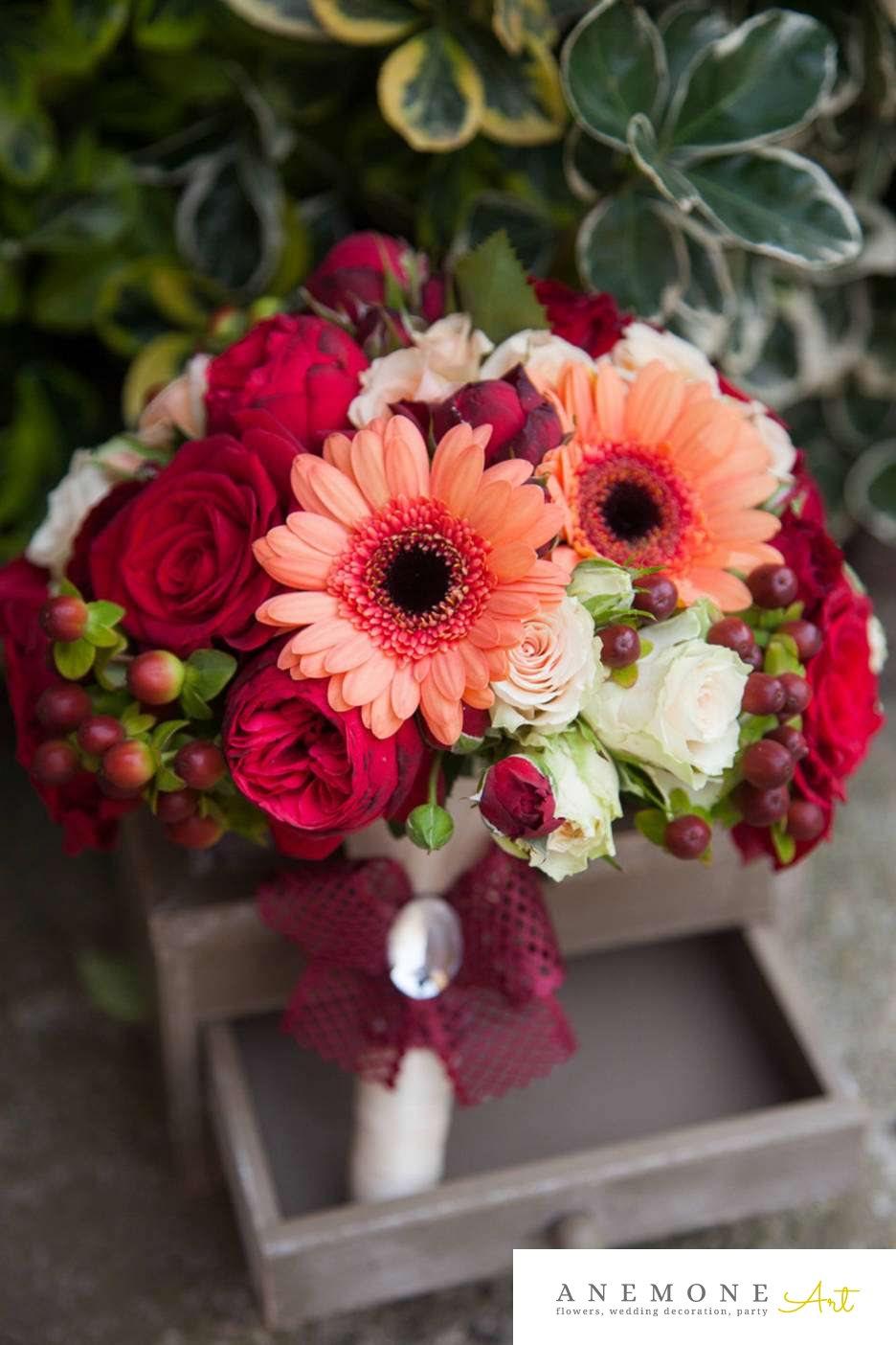 Poza, foto cu Flori de nunta buchet mireasa, gerbera, macese, mini-rosa, piersica, rosu, rotund, trandafiri, visiniu in Arad, Timisoara, Oradea (wedding flowers, bouquets) nunta Arad, Timisoara, Oradea