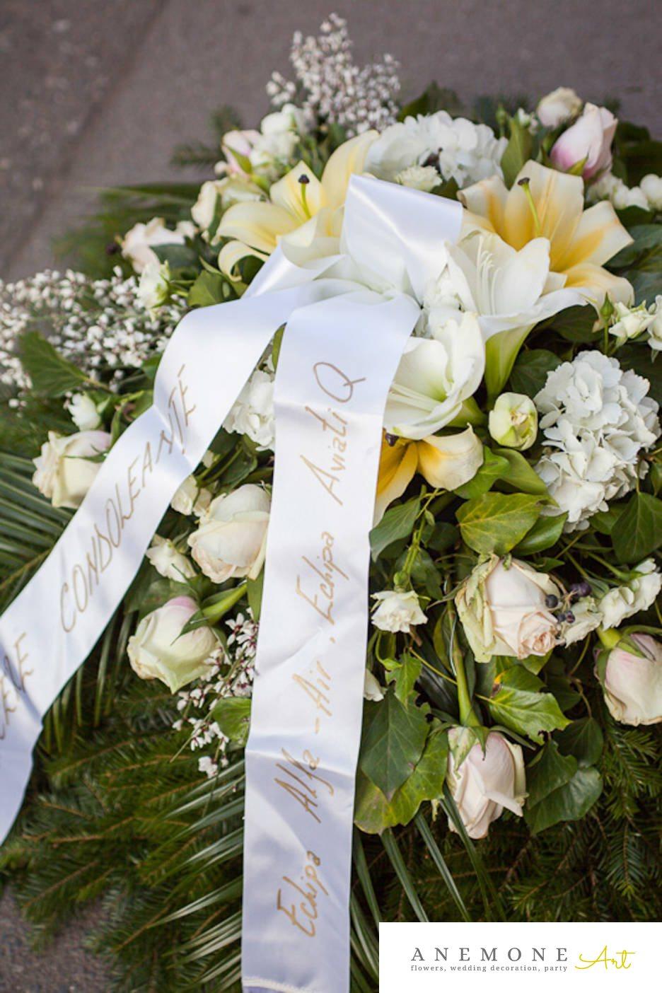 Poza, foto cu Flori de nunta alb, coroana funerara, crin, hortensia, trandafiri in Arad, Timisoara, Oradea (wedding flowers, bouquets) nunta Arad, Timisoara, Oradea