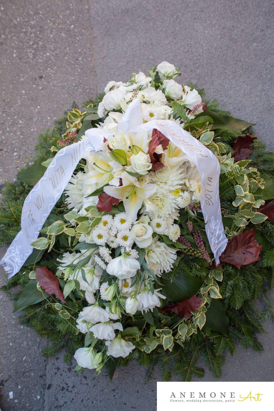 Poza, foto cu Flori de nunta alb, coroana funerara, crin, crizanteme, dalia, lisianthus, trandafiri in Arad, Timisoara, Oradea (wedding flowers, bouquets) nunta Arad, Timisoara, Oradea