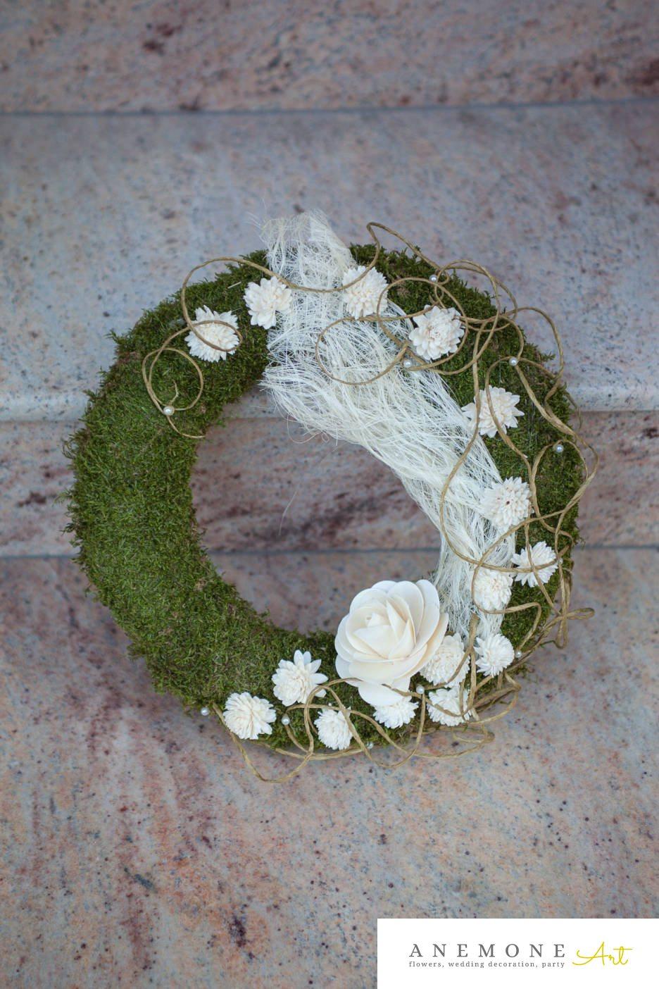 Poza, foto cu Flori de nunta alb, coroana funerara, muschi, perle, rotund, trandafiri in Arad, Timisoara, Oradea (wedding flowers, bouquets) nunta Arad, Timisoara, Oradea