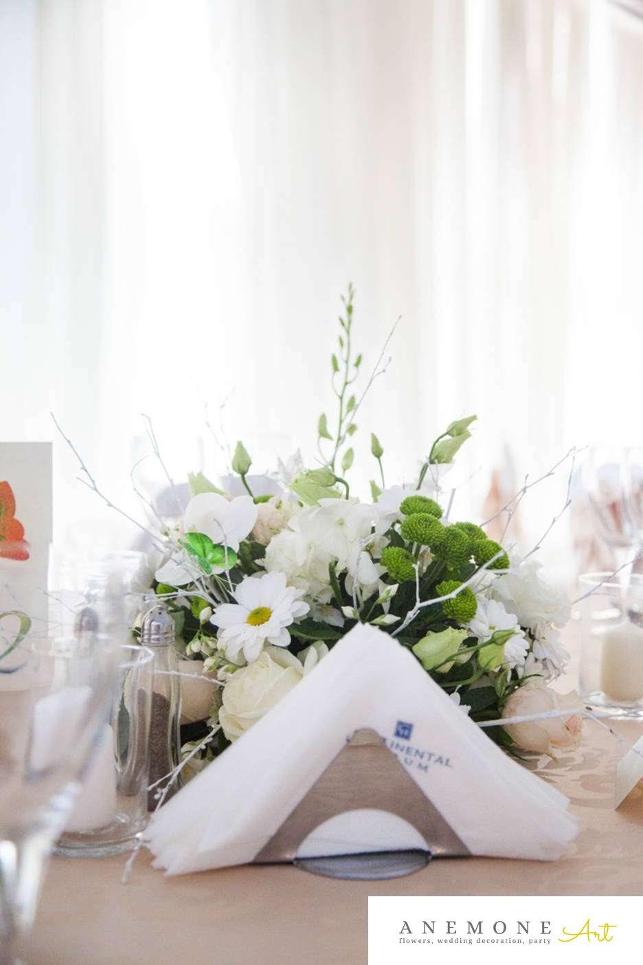 Poza, foto cu Flori de nunta alb, crengi, crizanteme, decor masa, hotel continental, orhidee, trandafiri, verde in Arad, Timisoara, Oradea (wedding flowers, bouquets) nunta Arad, Timisoara, Oradea