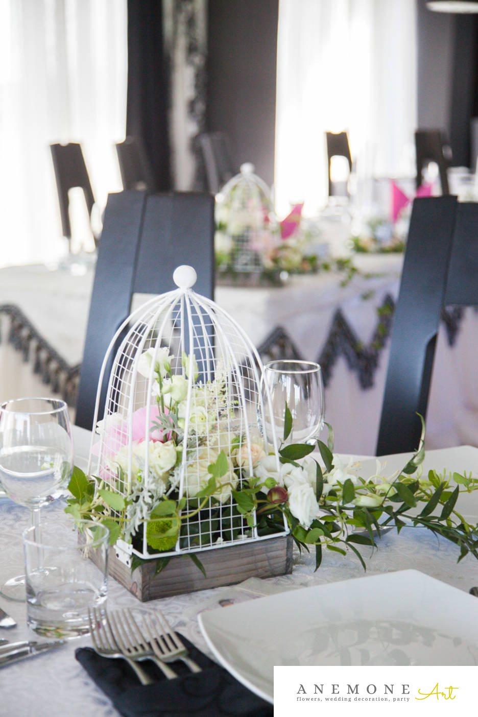 Poza, foto cu Flori de nunta alb, colivie, decor masa, lisianthus, mini-rosa, trandafiri in Arad, Timisoara, Oradea (wedding flowers, bouquets) nunta Arad, Timisoara, Oradea