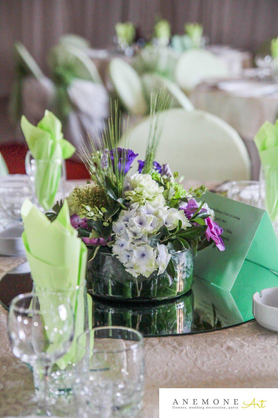 Poza, foto cu Flori de nunta albastru, crizanteme, decor masa, garoafe, hortensia, lisianthus, lumanare, mac, mov in Arad, Timisoara, Oradea (wedding flowers, bouquets) nunta Arad, Timisoara, Oradea