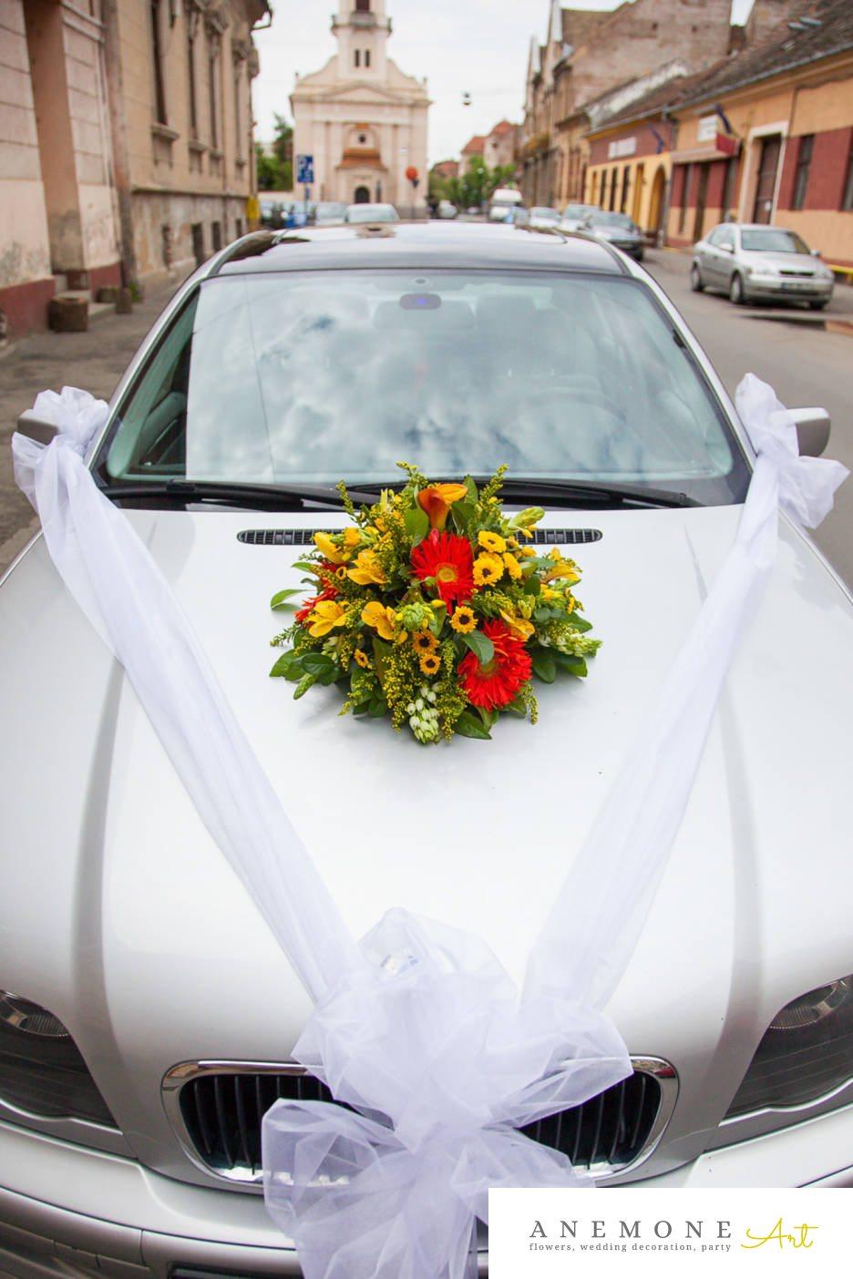 Poza, foto cu Flori de nunta alstroemeria, crizanteme, decor masina, frezii, galben, gerbera, rosu in Arad, Timisoara, Oradea (wedding flowers, bouquets) nunta Arad, Timisoara, Oradea