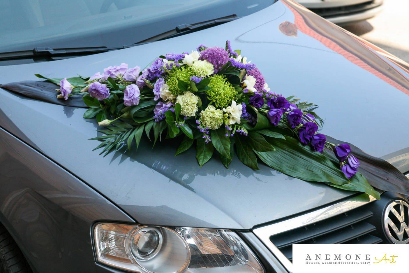 Poza, foto cu Flori de nunta decor masina, frezii, lisianthus in Arad, Timisoara, Oradea (wedding flowers, bouquets) nunta Arad, Timisoara, Oradea