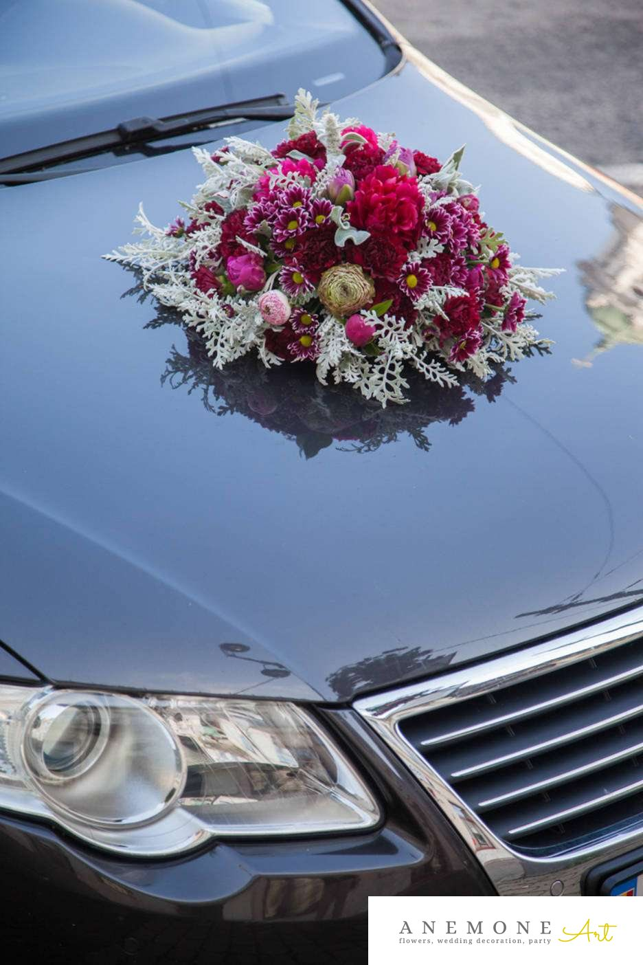 Poza, foto cu Flori de nunta bujori, crizanteme, decor masina, ranunculus, trandafiri englezesti, visiniu in Arad, Timisoara, Oradea (wedding flowers, bouquets) nunta Arad, Timisoara, Oradea