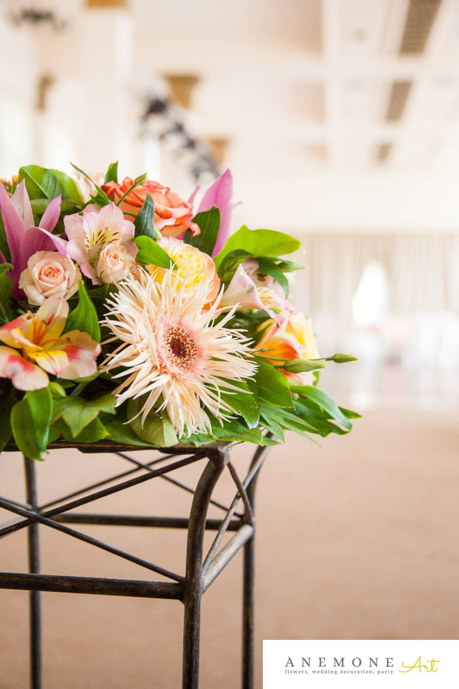 Poza, foto cu Flori de nunta alstroemeria, decor sala, gerbera, magnolia, mini-rosa, multicolor, trandafiri in Arad, Timisoara, Oradea (wedding flowers, bouquets) nunta Arad, Timisoara, Oradea