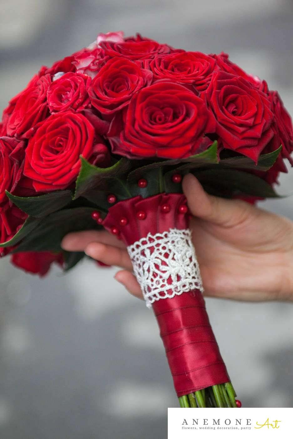 Poza, foto cu Flori de nunta buchet mireasa, cristale, dantela, maner buchet, perle, rosu, rotund, trandafiri in Arad, Timisoara, Oradea (wedding flowers, bouquets) nunta Arad, Timisoara, Oradea